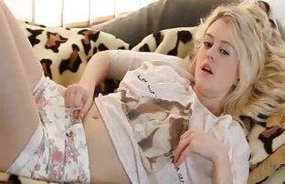 Rubia adolescente divertida con videos xxx gratis entre familia consolador