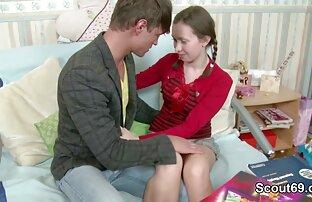 La milf británica Tammy se excita con medias de cojiendo familiares red y jeans