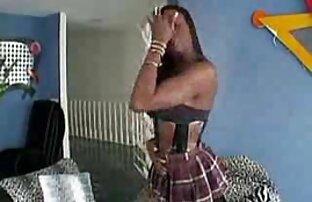 Rubia pechugona Anna Joy juega con el coño videos sexo incesto familiar en ligas retro de nailon