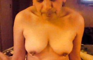 ¡La nena masturbándose Sunny Lane videos eroticos familiares se frota el coño en un jacuzzi!